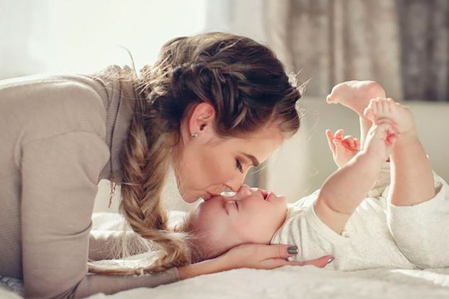 GIOCOLERIA-l'importanza-delle-coccole-per-i-bambini
